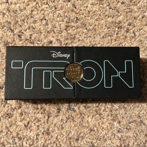 Tron boxed pin set